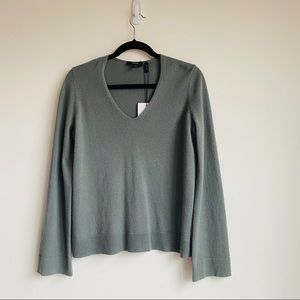 (NWT) Theory V-neck Sweatshirt